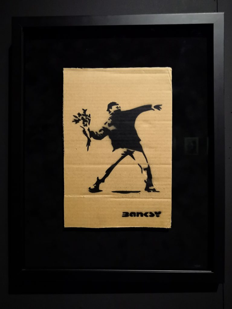 Souvenir que Banksy regaló en el parque de atracciones de Dismaland