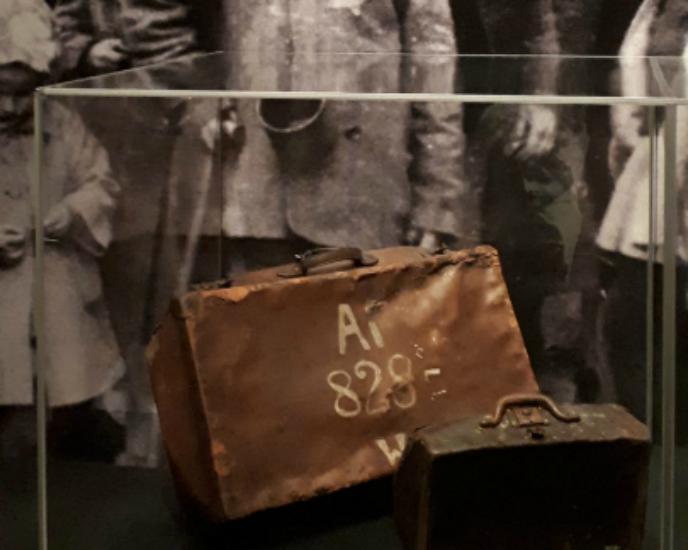 La maleta de uno de los prisioneros del campo de concentración de Auschwitz
