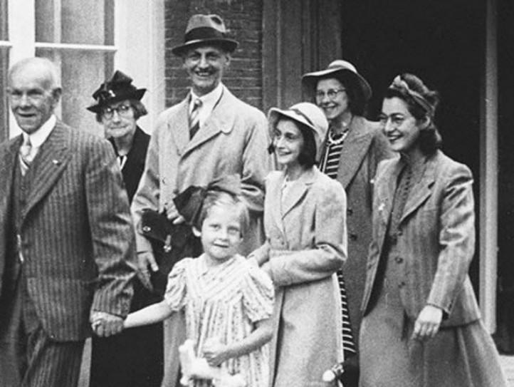 En la fotografía vemos a la familia de Ana Frank, una familia judía.