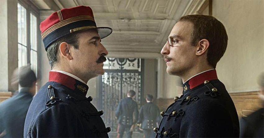Jean Dujardin y Louis Garrel en una escena de El Oficial y el espía