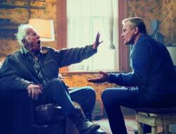 Viggo Mortensen y Lance Henriksen en una escena de Falling