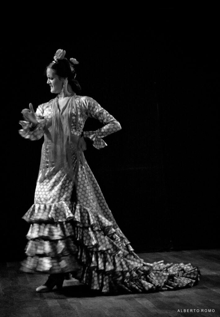 La bailaora Lucía de Miguel sobre el escenario