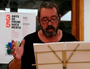 Poeta Paco Moral recitando