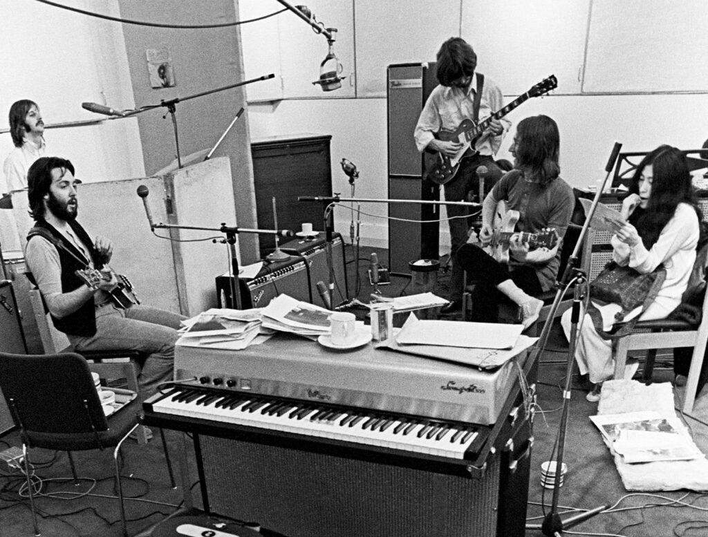 The Beatles y Yoko Ono en una de las sesiones de Let It Be
