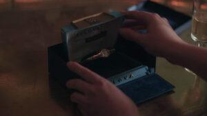 "Beth Harmon con su Bulova American Girl ""K"""