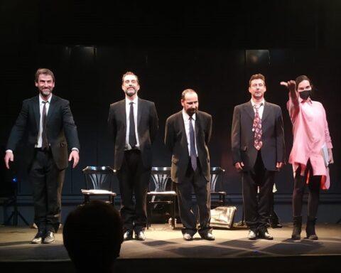 Los actores de Rotos de amor al finalizar la obra